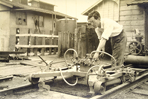 1950: Invents railroad track maintenance machine, obtains patent and begins its production for delivery to Japan National Railways.