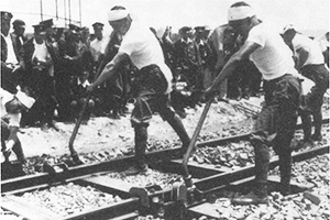 1952: Receives high reputation for the simplified railroad tie adjustment machine.