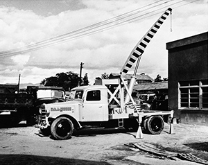 1955: Tadano introduces Japan's first hydraulic truck crane, the OC-2, with a 2-ton lifting capacity.