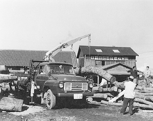 1963: Constructs the company's new head office building in Takamatsu, Japan. Introduces the TM loader cranes series.